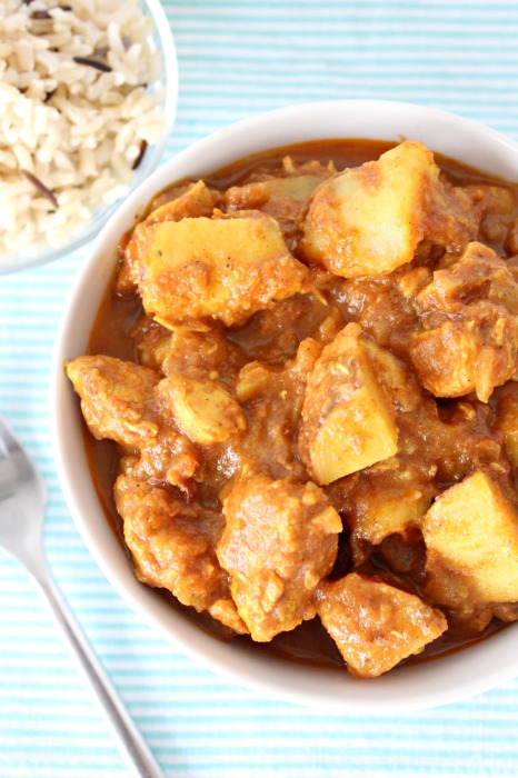 The best super quick chicken curry with sweet potatoes. A quick & easy, healthy meal that will be on the table in 40 minutes. Perfect weeknight dinner recipe | berrysweetlife.com