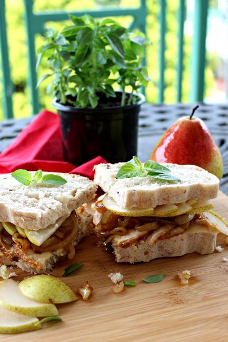 chicken caramelised onion & pear sandwich   berrysweetlife.com