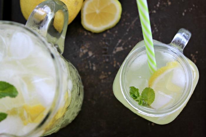 traditional homemade lemonade (sugar free) | berrysweetlife.com