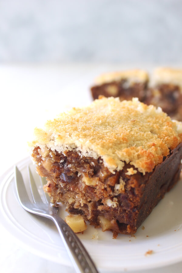 My favourite delicious, healthy and easy cake recipe! This Sugar Free Apple Date Cake With Coconut Topping is dairy free & made with fresh apples and dates | berrysweetlife.com