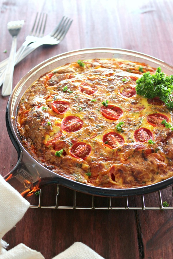 A simple to make Tomato & White Cheddar Crustless Tart - Baked in the oven in a skillet, this is a healthier tomato tart full of flavour and goodness! | berrysweetlife.com