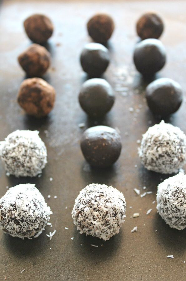 Wonderfully decadent, rich and chocolatey truffles that are sugar free! It's very easy to make these low carb Dairy & Sugar Free Almond Chocolate Truffles | berrysweetlife.com