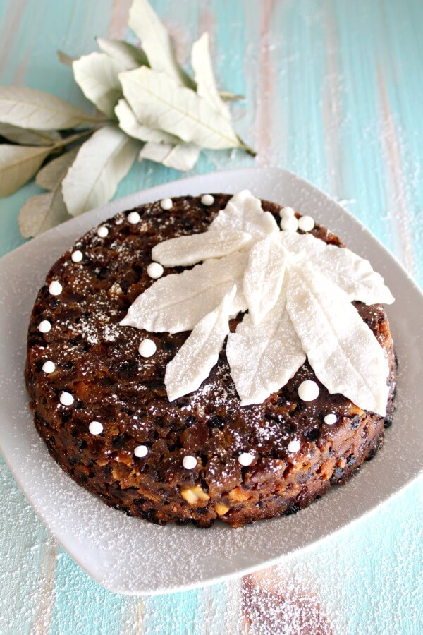 How to Make the Perfect Christmas Cake. 9 Steps to a healthier, moister, more delicious Christmas Cake this Christmas! I love this recipe. | berrysweetlife.com