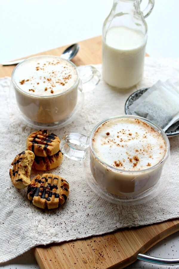 An easy to make hot Earl Grey tea latte with spices, vanilla and frothy milk. This Spiced Vanilla London Fog Latte is sugar free, healthy and so comforting! | berrysweetlife.com