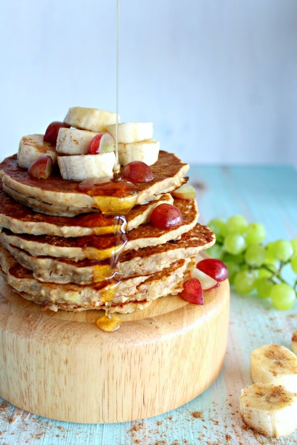 The most DELICIOUS, quick & easy Healthy Oatmeal Bran Banana Pancakes ever! These are the very best sugar free, light and fluffy banana breakfast pancakes! | berrysweetlife.com