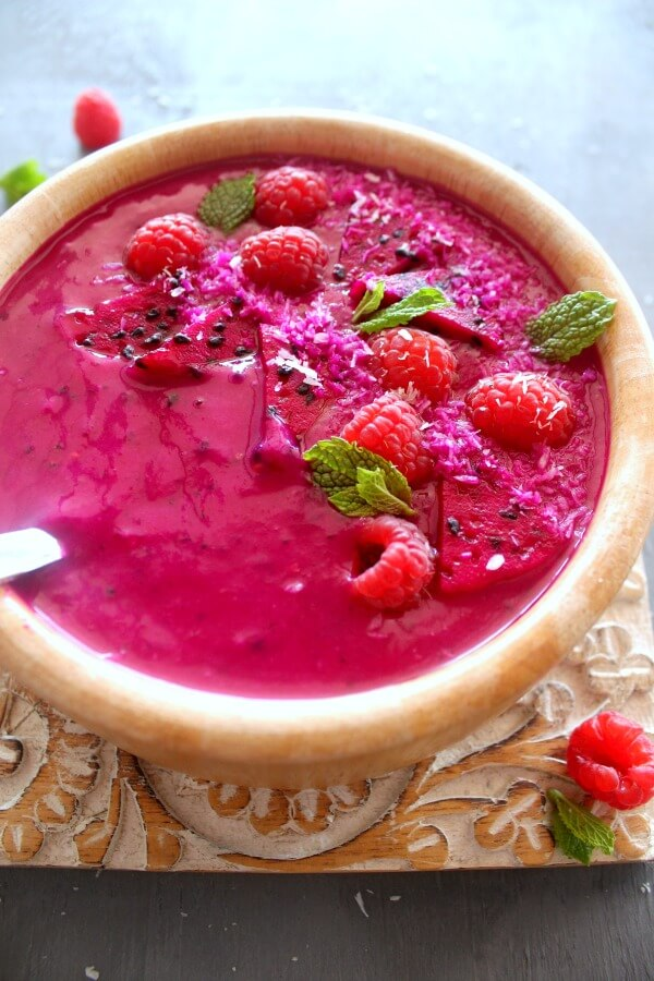 Raspberry Coconut Dragon Fruit Smoothie Bowls. Very healthy breakfast smoothie bowls. Quick & easy to make, dairy free & totally DELICIOUS! | berrysweetlife.com