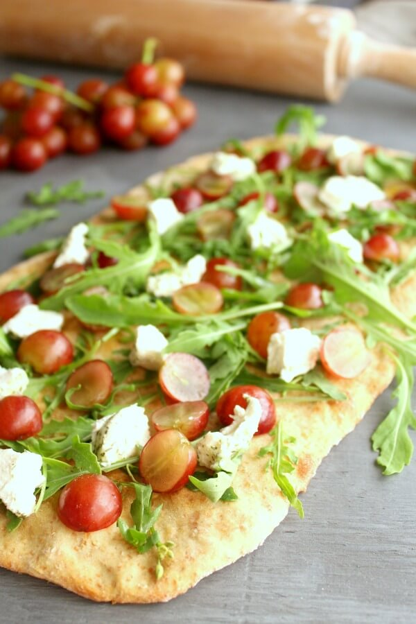 Wholewheat Grape Rocket & Goats Cheese Healthy Pizza. A recipe you need! Delicious vegetarian pizza with so much flavour and goodness. Perfect dinner recipe for the whole family | berrysweetlife.com