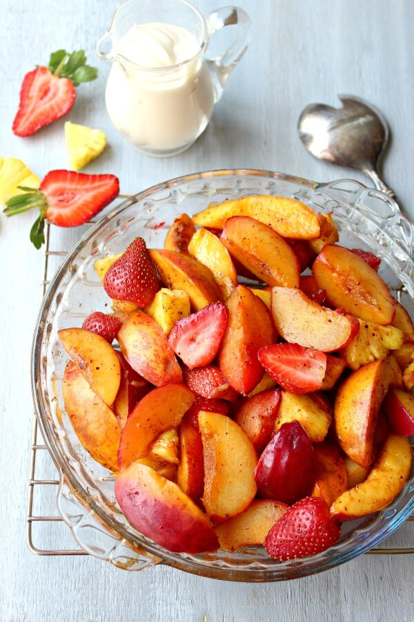 Honey Vanilla Nutmeg Summer Fruit Bake. Warm & spicy with a yoghurt vanilla honey sauce - this is the epitome of a YUMMY healthy pudding recipe | berrysweetlife.com