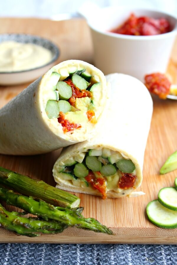 Asparagus Sun Dried Tomato Hummus Wraps. Very quick & easy wraps that are delicious and healthy, perfect for entertaining or a quick family meal | berrysweetlife.com