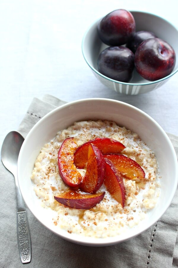 Caramelised Plum Oatmeal Bowls. Healthy, creamy, delicious breakfast in minutes! The whole family will love this recipe | berrysweetlife.com
