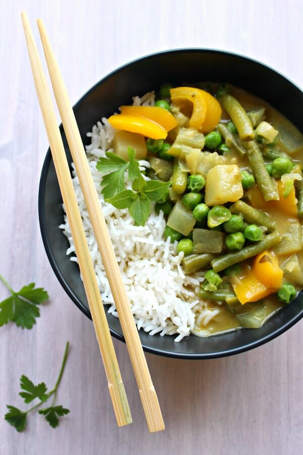 Vegetable Coconut Thai Green Curry. Clean eating, spicy & delicious! On the table in 30 minutes, this is Thai curry at it's best | berrysweetlife.com