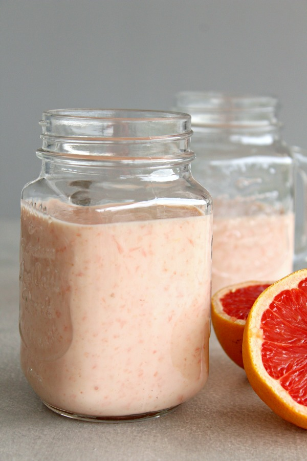 Immune Boosting Grapefruit Banana Smoothie. A nutrient rich, delicious 4 ingredient smoothie that is quick and easy to make. The perfect healthy breakfast or snack! | berrysweetlife.com