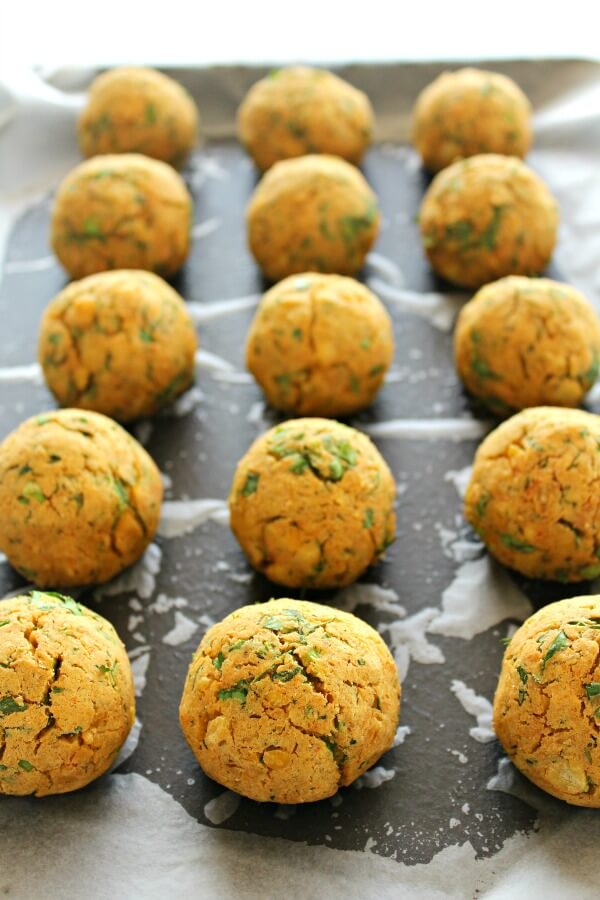Wonderfully herby quick and easy, perfect Oven Baked Healthy Vegan Falafel balls or patties, NO deep frying - baked in the oven. Great on pitas or greens | berrysweetlife.com