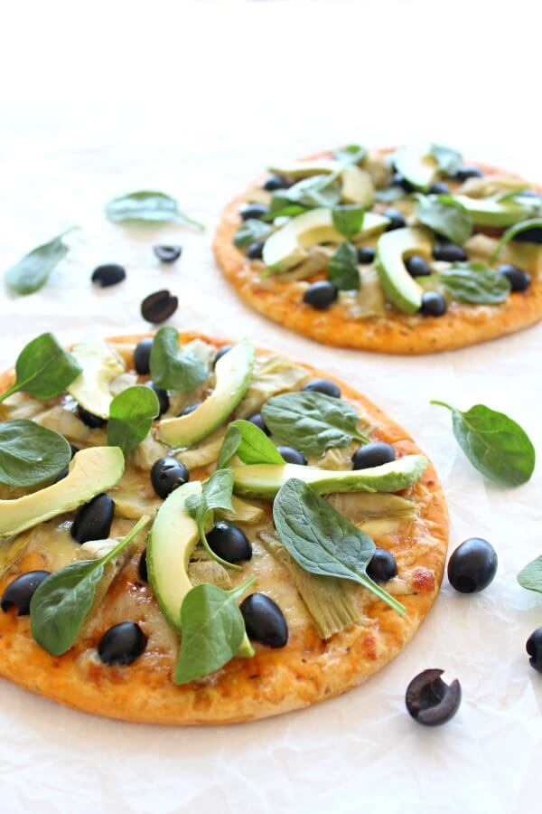 Mouth watering 20 minute pizza topped with artichoke hearts, avocado slices, black olives, spinach and mozzarella cheese - Artichoke Avo Black Olive Pizza | berrysweetlife.com