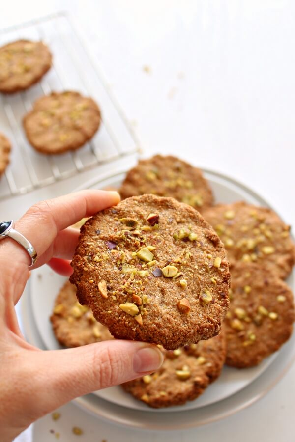No sugar, gluten, dairy or eggs - these crispy, perfectly spiced, vegan One Bowl Pistachio Ginger Snaps are so easy, just 5 minutes to bake to perfection! | berrysweetlife.com