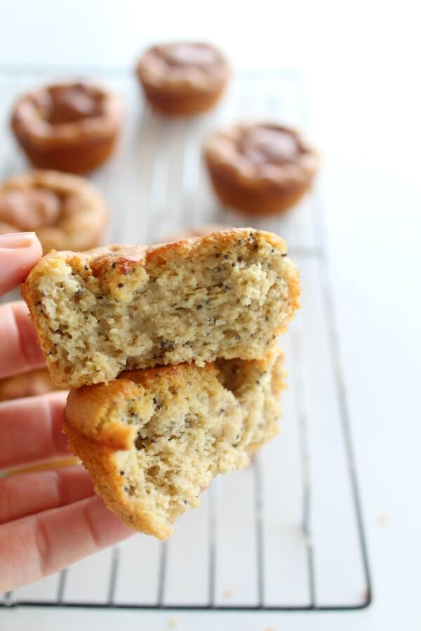 Easy Lemon Poppy Seed Blender Muffins. Naturally sweetened and gluten free, these healthy muffins are made in minutes and taste absolutely HEAVENLY <3 | berrysweetlife.com