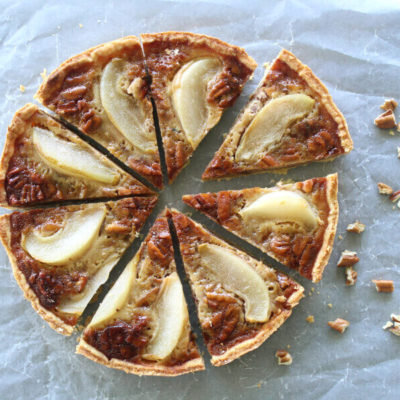 A Rich Caramel Pecan Pear Pie recipe that is the best I have ever had! Made with a buttery crust from scratch, poached pears and a creamy carmel filling | berrysweetlife.com