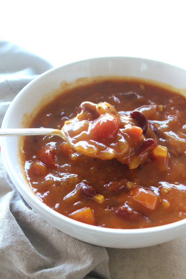 Awesome Chunky Tomato Bean Soup | berrysweetlife.com