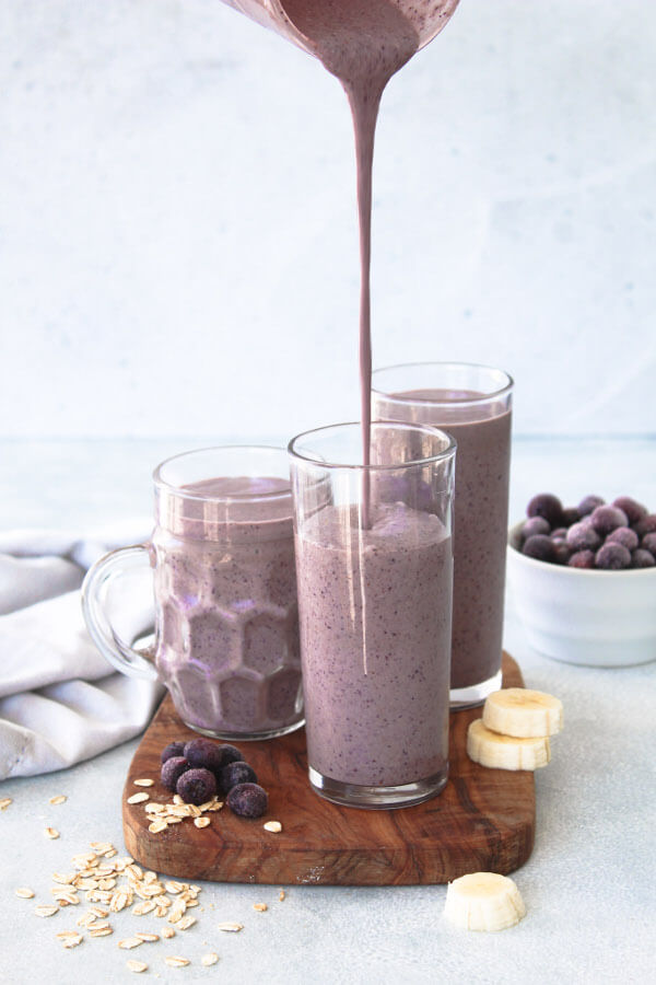 Creamy Blueberry Oatmeal Smoothie | berrysweetlife.com